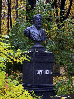 Могила Тургенева И.С. Тело Тургенева было, согласно его желанию, привезено в Петербург и похоронено на Волковском кладбище при большом стечении народа.